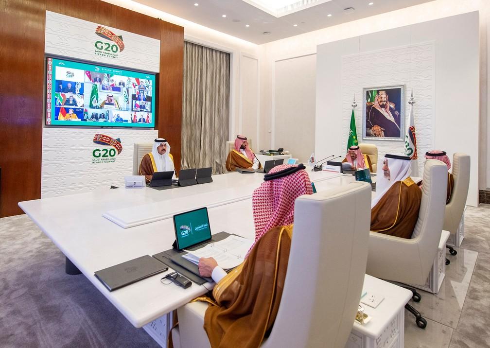 Rei Salman bin Abdulaziz discursa virtualmente na abertura do G20 neste sábado (21) — Foto: Bandar Algaloud/Courtesy of Saudi Royal Court/Handout via Reuters