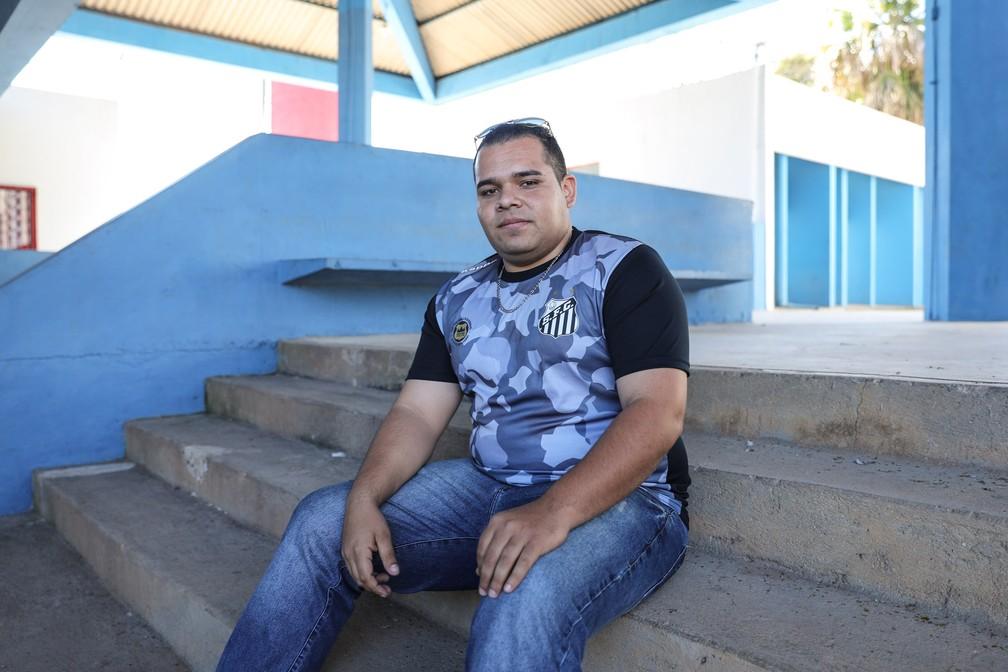 Caleb Souza saiu há 7 anos da congregação e disse que hoje vive melhor momento da vida (Foto: Fábio Tito/G1)