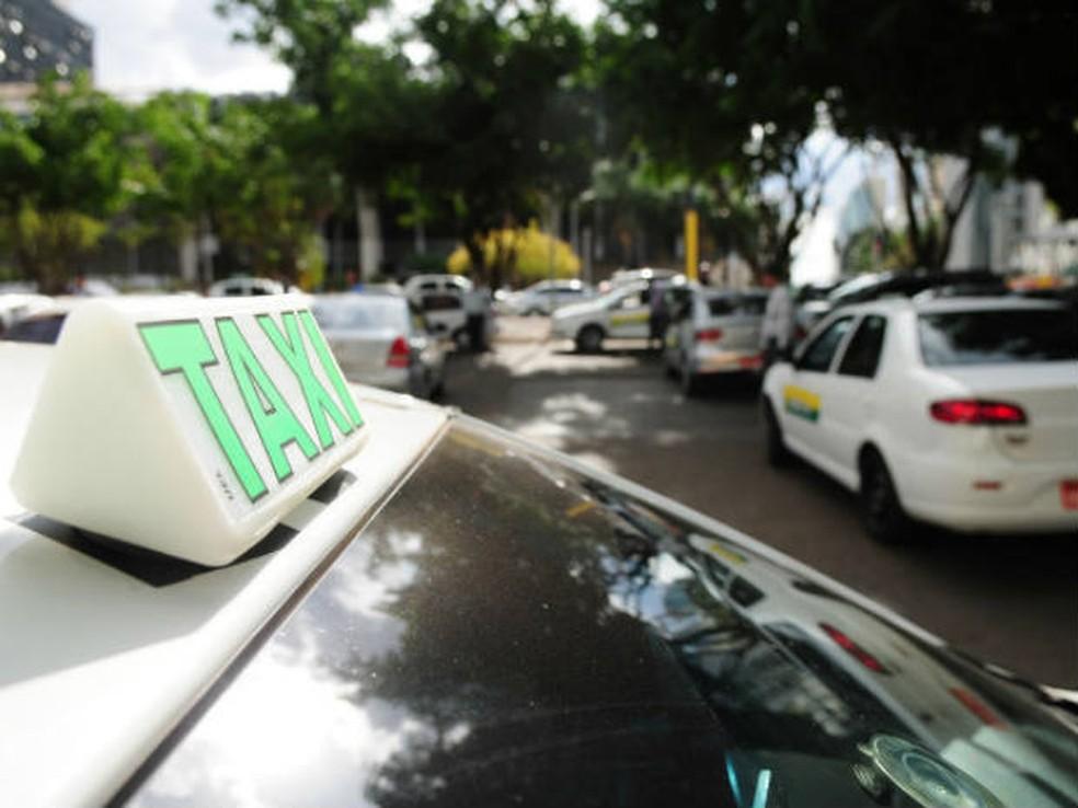 Táxi em via pública do Distrito Federal — Foto: Pedro Ventura/GDF