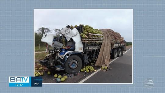Acidente entre carreta e caminhão deixa quatro mortos no norte da Bahia; cabine de um dos veículos ficou destruída