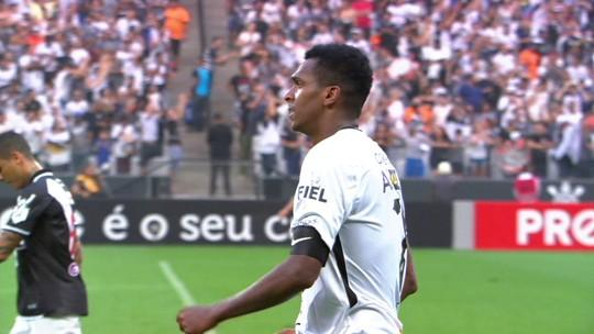 """Jô não admite toque de braço decisivo para o Corinthians: """"Juiz deu o gol, então não foi"""""""