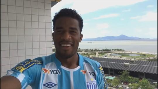 """Betão renova com Avaí por dois anos e quer aprender """"mais do manezês"""""""
