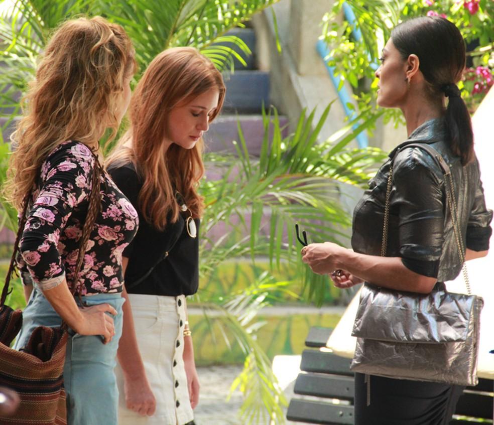 Eliza (Marina Ruy Barbosa) sofre ao saber de aposta — Foto: TV Globo