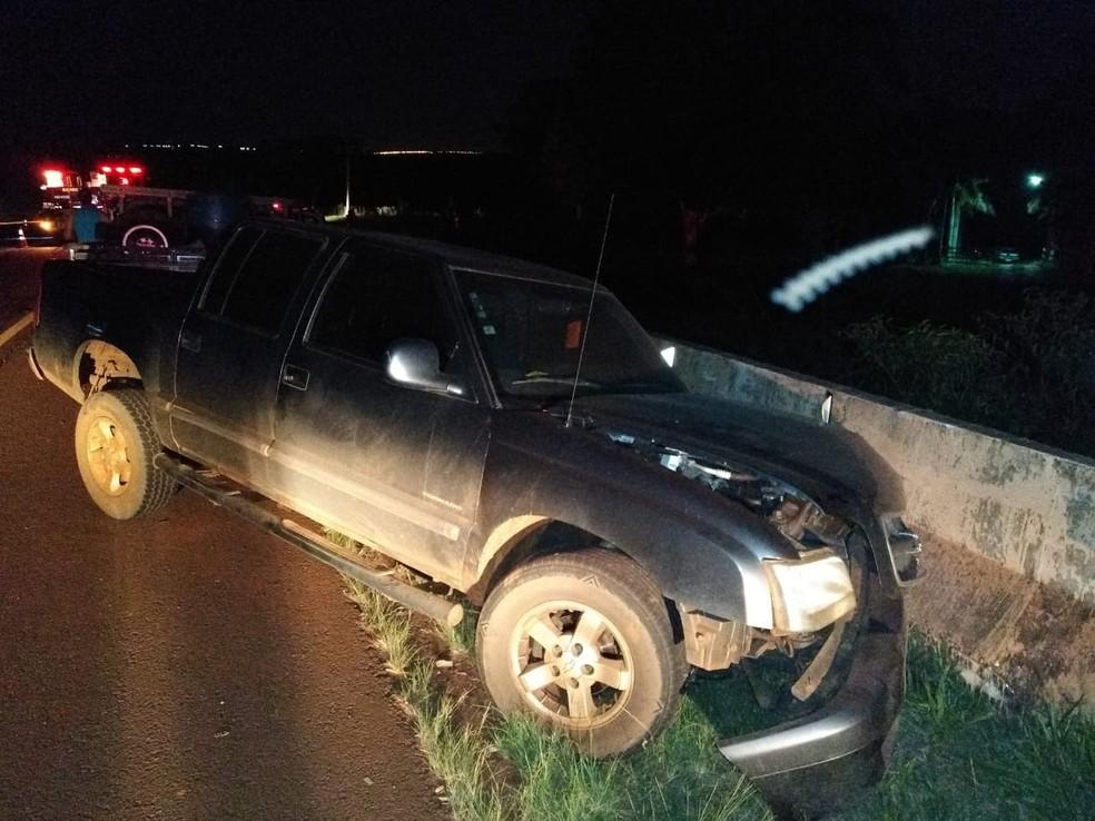 Carro e caminhonete bateram em rodovia entre Bariri e Ibitinga — Foto: Arquivo pessoal