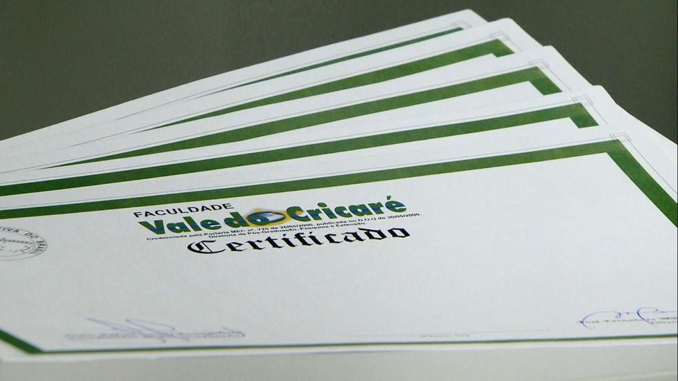 Certificado em branco foi apreendido pelo Ministério Público — Foto: Reprodução/TV Gazeta