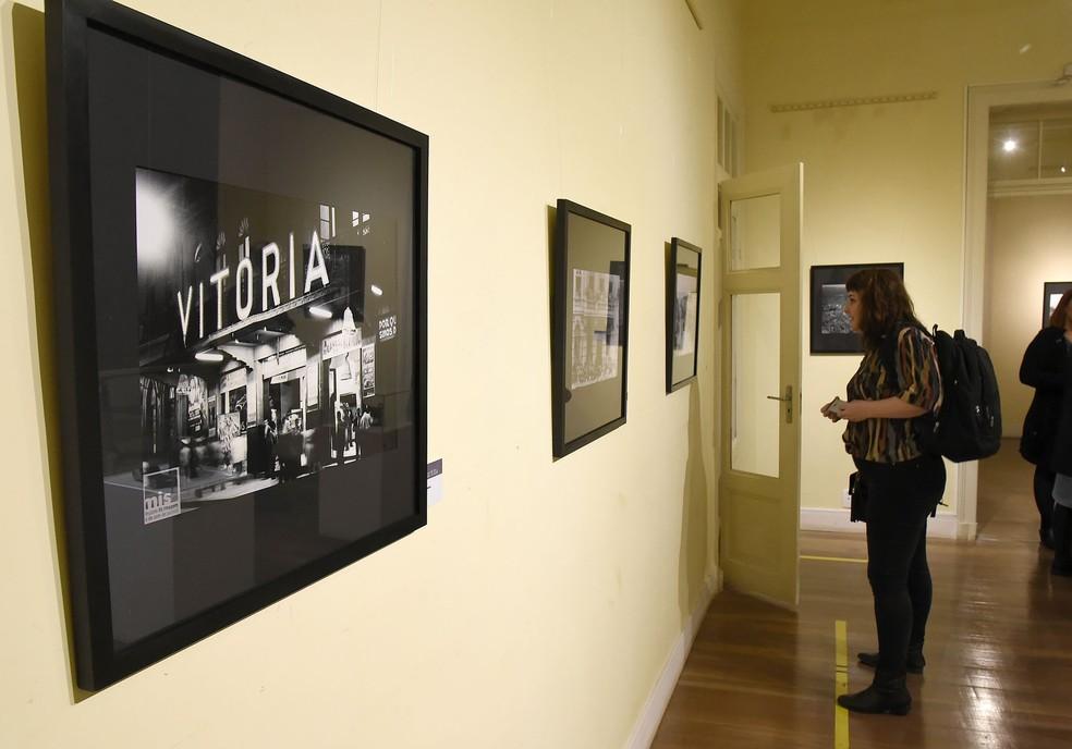 """A mostra """"Revisitando Curitiba"""" é composta por 28 fotografias que ajudam a contar a história e a transformação da capital paranaense durante as décadas de 1920 a 1950. — Foto: Divulgação."""