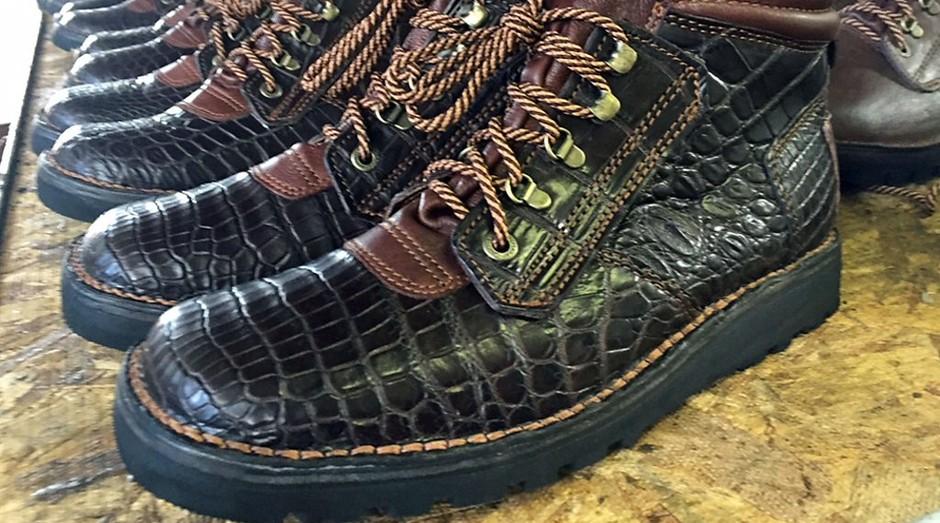 Calçado da Courteney Boot Company. Empresa faz apenas 18 sapatos por dia (Foto: Divulgação)