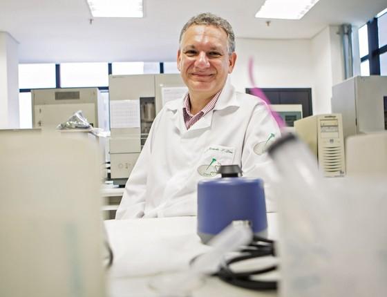 O professor e pesquisador Ricardo Diaz, da Escola Paulista de Medicina (Foto: Época)