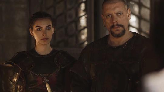 Afonso ordena que Selena seja responsável pela segurança de Amália