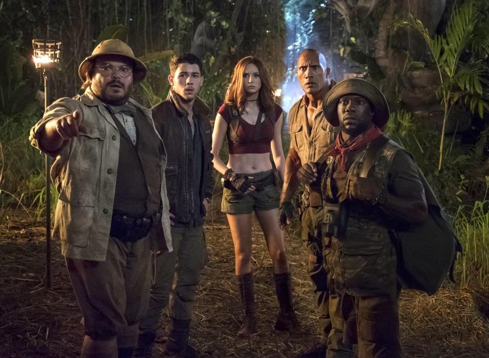 Jack Black, Nick Jonas, Karen Gillam, Dwayne Johnson e Kevin Hart em cena de 'Jumanji: Bem-vindo à selva' (Foto: Divulgação)