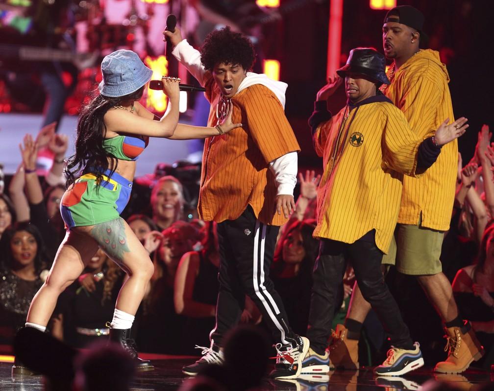Bruno Mars e Cardi B fazem dueto no Grammy 2018 (Foto: Matt Sayles/Invision/AP)