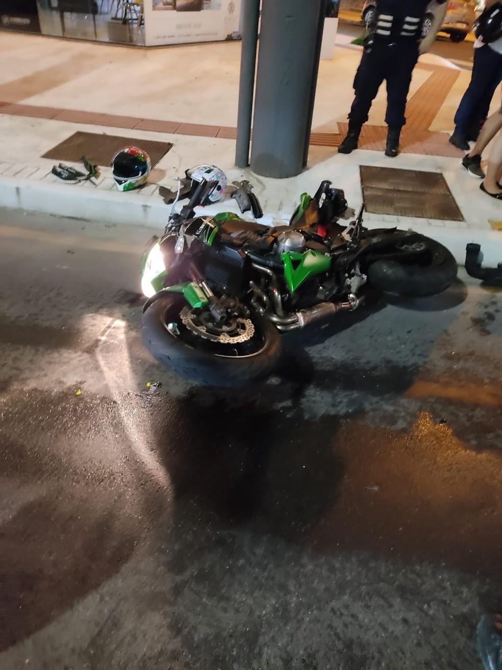 Após colisão motorista fugiu do local sem prestar socorro às vítimas em Balneário Camboriú (SC) — Foto: Guarda Municipal de Balneário Camboriú/Divulgação