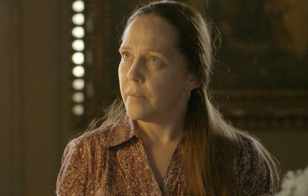 Judith (Isabela Garcia) conta a Gabriel (Bruno Gagliasso) que a fonte secou, na novela 'O Sétimo Guardião' — Foto: Reprodução/TV Globo