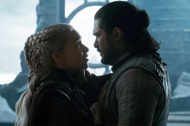 Emilia Clarke e Kit Harington no último episódio de 'Game of Thrones' (Foto: HBO)