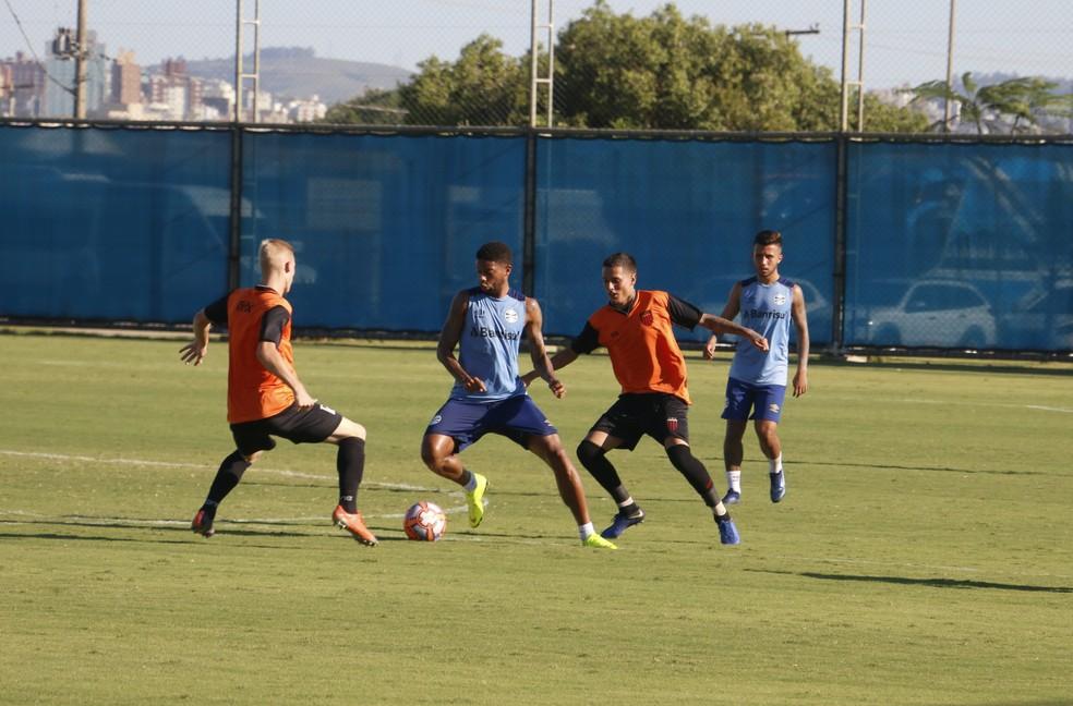 André e Matheus Henrique se destacaram em jogo-treino — Foto: Eduardo Moura