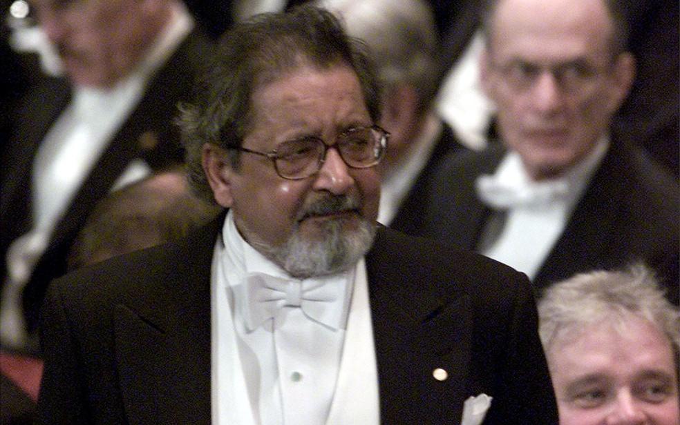 -  O escritor V.S. Naipaul na cerimônia em que recebeu o prêmio Nobel de Literatura, em Estocolmo, na Suécia, em 10 de dezembro de 2001  Foto: Reuters/C