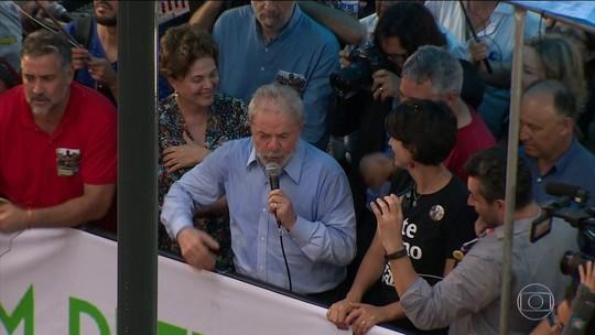 'Advogados já provaram a minha inocência', diz Lula em Porto Alegre