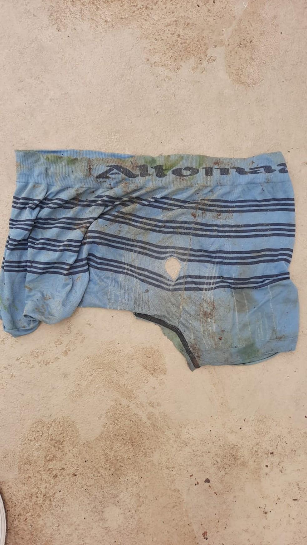 Cueca encontrada com ossada de adolescente em Maribondo, AL — Foto: Polícia Civil de Alagoas