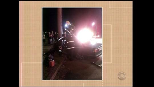 Jovem ficou preso em ferragens após perder controle de veículo em Santa Rosa