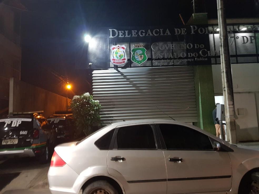 Veículo que era conduzido pelo suspeito foi apreendido — Foto: Rafaela Duarte/Sistema Verdes Mares