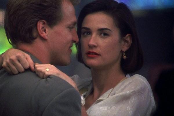 A atriz Demi Moore e o ator Woody Harrelson em cena de Proposta Indecente (1993) (Foto: Reprodução)