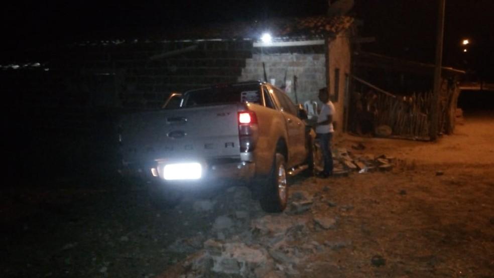 Condutor foi encaminhado para o Hospital São Francisco de Canindé. Ele está em observação. — Foto: Ricardo Mota/TV Diário — Foto: Reprodução/TV Verdes Mares