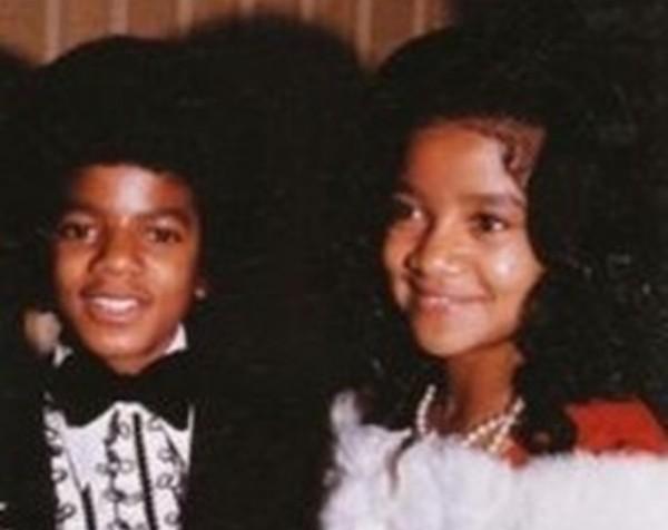 A cantora La Toya Jackson em foto antiga com o irmão Michael Jackson (1958-2009) (Foto: Instagram)