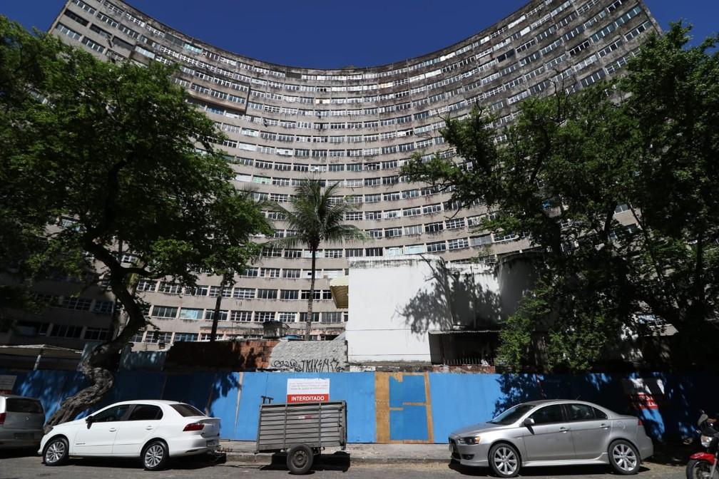 Edifício Holiday, na Zona Sul do Recife, está interditado judicialmente desde março de 2018 — Foto: Marlon Costa/Pernambuco Press