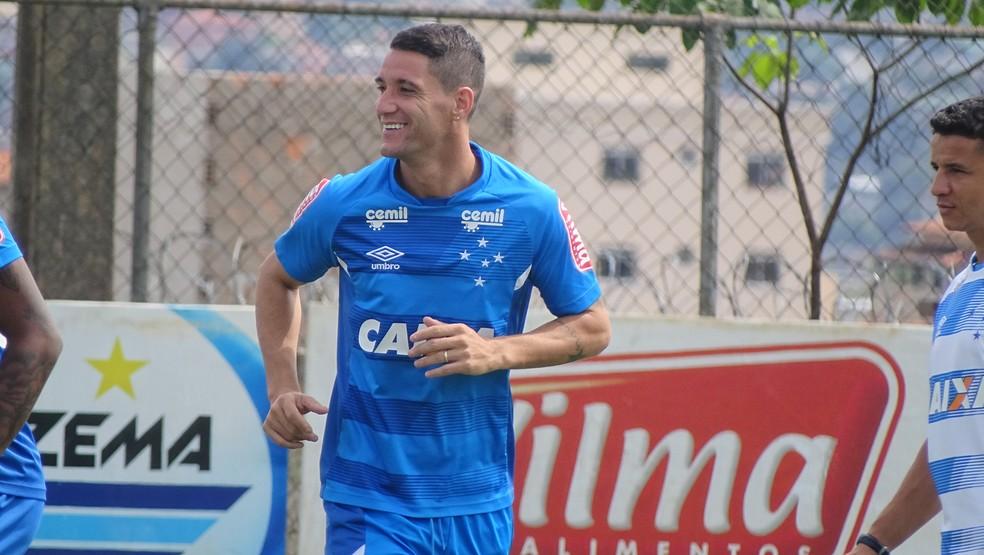 Thiago Neves foi ao gramado para dar apenas uma corridinha (Foto: Maurício Paulucci)