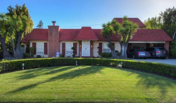Antiga casa da atriz Mary Martin em Beverly Hills está à venda por US$ 6,5 milhões (Foto: Reprodução)