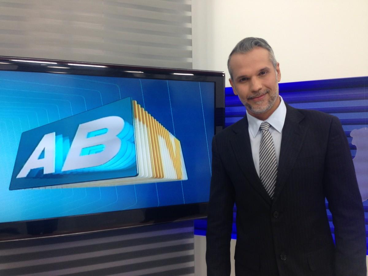 Jornalista Alexandre Farias deixa UTI e é transferido para quarto de hospital