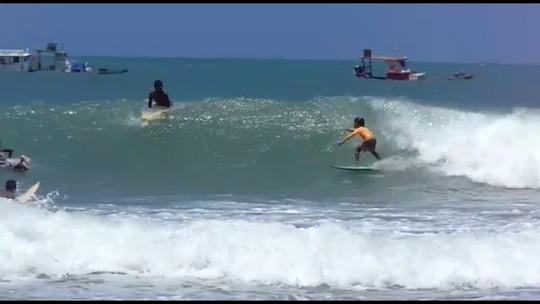 """""""Filho de peixe"""" e xodó de Ítalo Ferreira, surfista de cinco anos faz sucesso em Baía Formosa"""