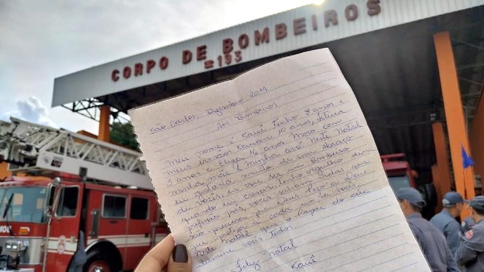 Menino escreveu carta para os bombeiros em São Carlos — Foto: Thayná Cunha/ACidade ON/São Carlos