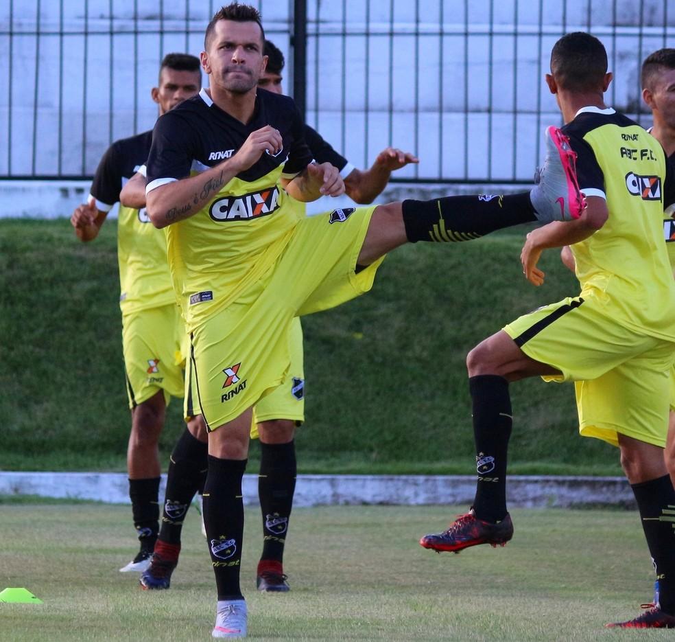 Eltinho foi o primeiro reforço do ABC para a Série B do Campeonato Brasileiro (Foto: Andrei Torrres/ABC)