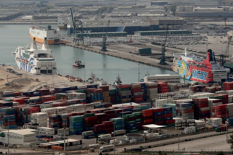 Imagem mostra porto de Barcelona, na Espanha (Foto: REUTERS/Albert Gea)