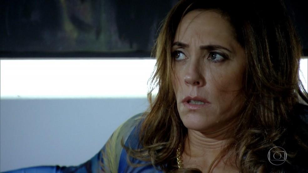Tereza Cristina é traída por Ferdinand em 'Fina Estampa' — Foto: Globo