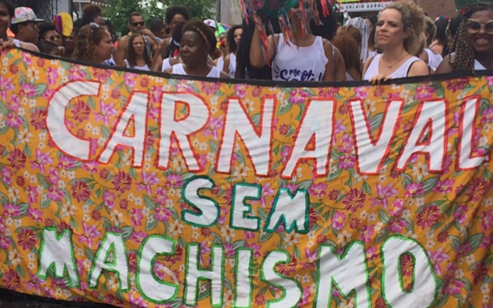 Bloco Feminista pede fim do machismo no carnaval. — Foto: Rafael Teles/G1 Bahia