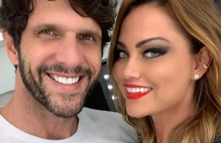 """Ellen Rocche e Guilherme Chelucci começaram a namorar este ano. O ator conta que a pandemia deu uma forcinha: """"Fomos 'obrigados' a ficar mais tempo juntos"""" Reprodução"""