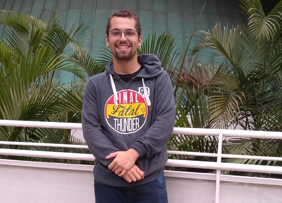 Rodrigo da Silva Bastos Santana diz ter optado em ser MEI após não conseguir um emprego com carteira assinada como professor — Foto: Arquivo pessoal