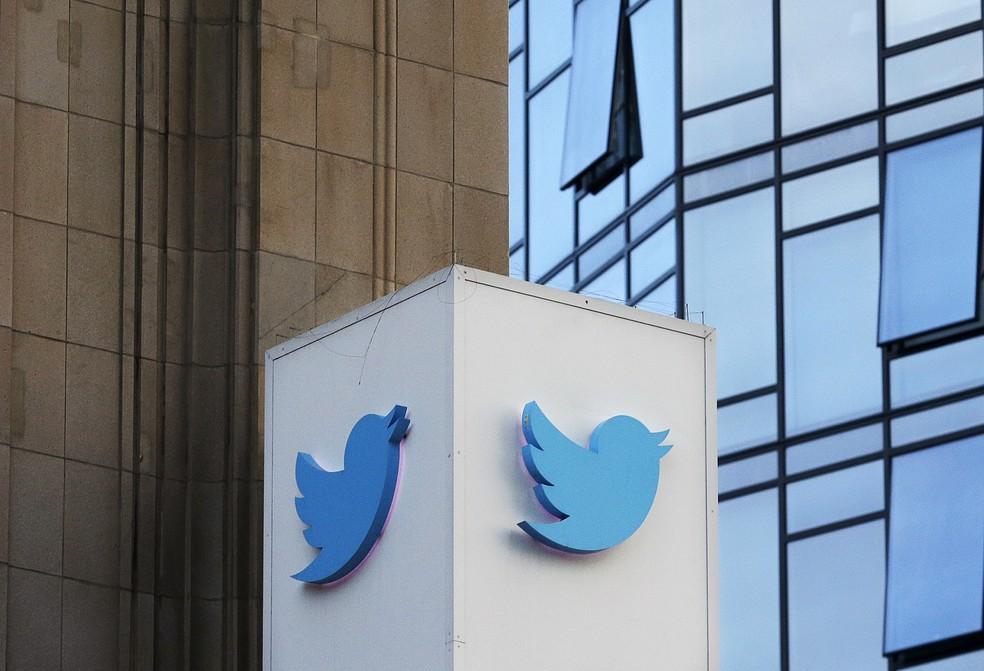 Sede do Twitter em São Francisco, nos EUA. Empresa apagou 10 mil perfis falsos em meio às eleições legislativas no país — Foto: Jeff Chiu/AP