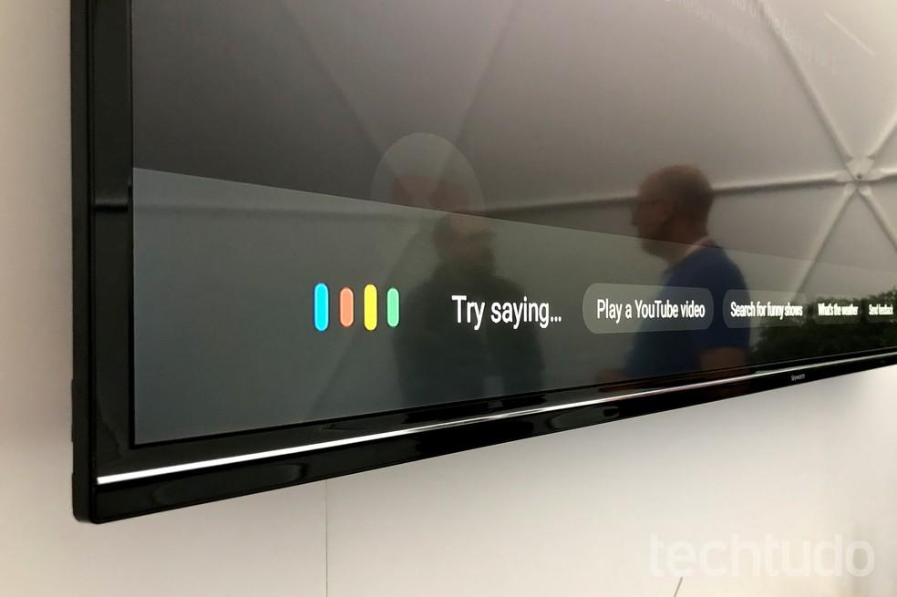 "A Link Bar fica sempre ligada e basta falar ""Hey, Google"" para que ela execute os comandos (Foto: Nicolly Vimercate/TechTudo)"