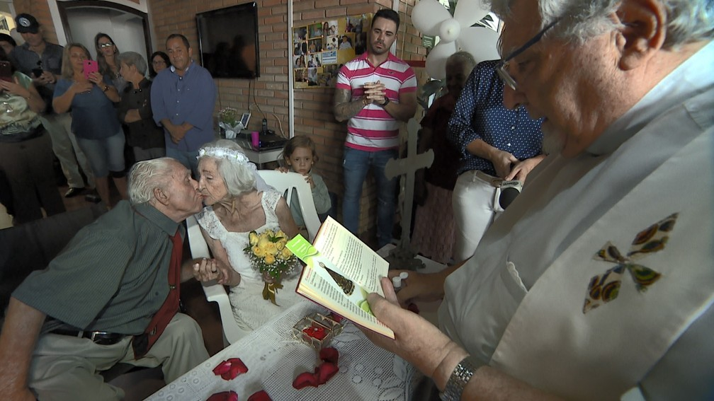 Noivos de 100 e 96 anos celebram casamento em Campinas — Foto: Vanderlei Duarte/EPTV