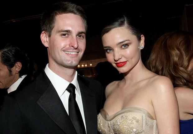 Spiegel e sua novia, a modelo Miranda Kerr (Foto: Tommaso Boddi/Getty Images)
