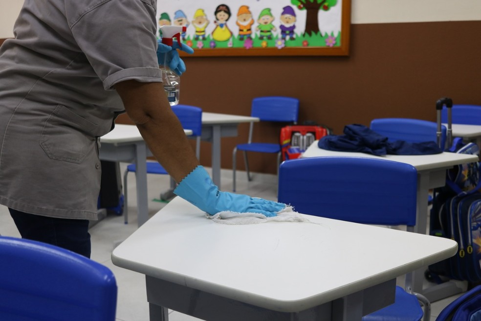 Salas de aulas devem ser higienizadas constantemente na pandemia. — Foto: Divulgação