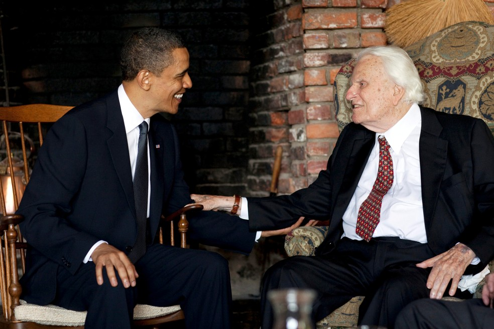 Barack Obama, ex-presidente dos EUA, e Billy Graham durante encontro em Montreat, na Carolina do Norte (Foto: Pete Souza/The White House/Handout via REUTERS/File Photo)