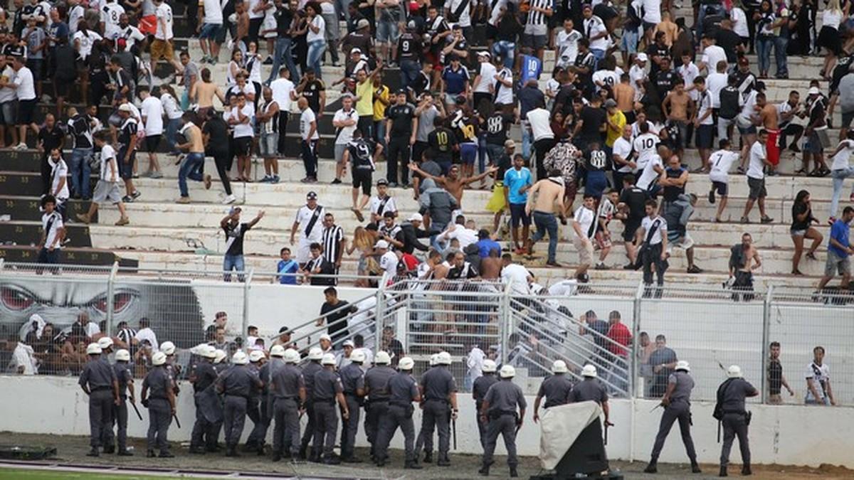 Torcedores da Ponte Preta são detidos após confusão no Moisés Lucarelli