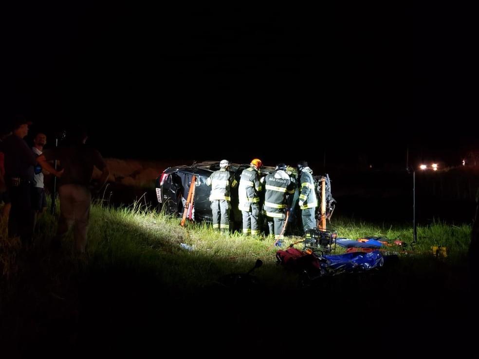 Outros dois homens ficaram feridos no acidente em Guaimbê — Foto: J. Serafim/Divulgação