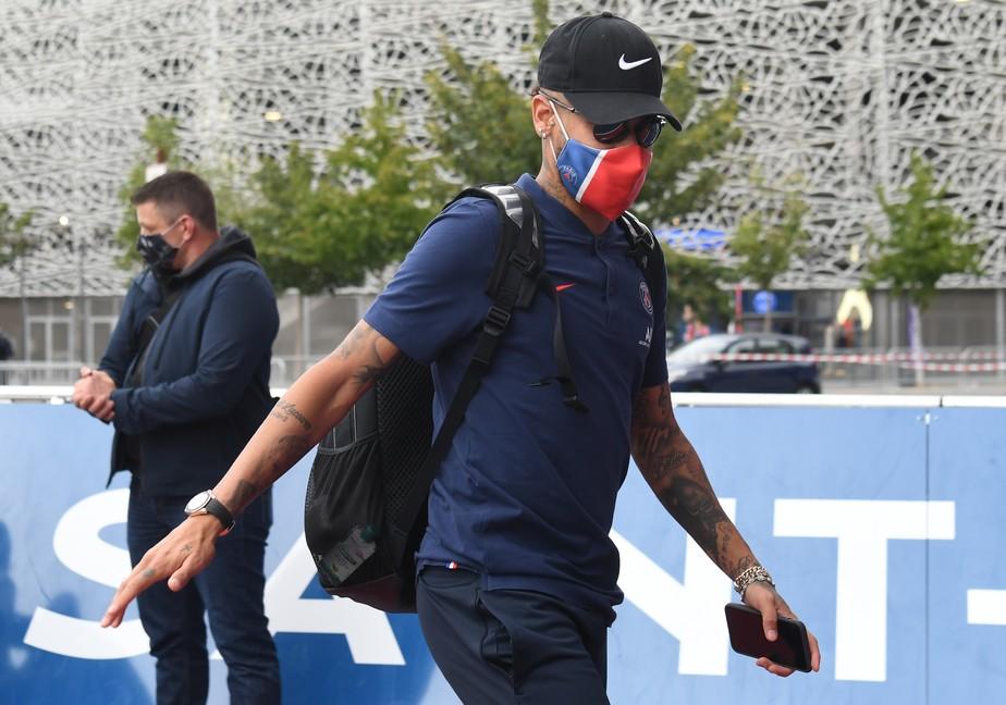 Neymar é um dos três casos de coronavírus confirmados no PSG