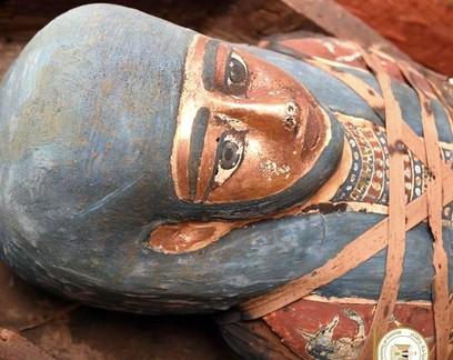 80 sarcófagos de 2,5 mil anos são encontrados em necrópole do Egito
