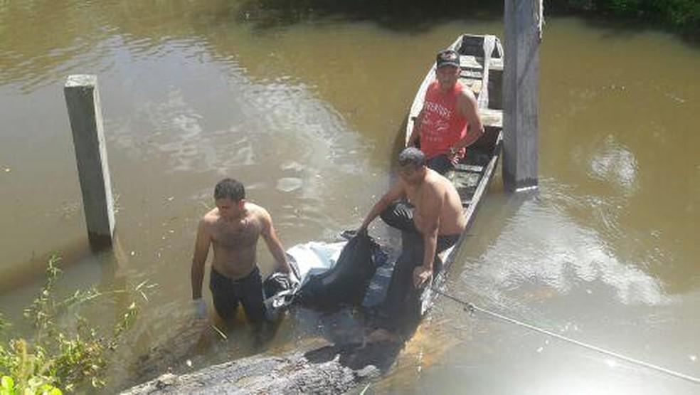 -  Corpo é achado em rio  Foto: Polícia Civil